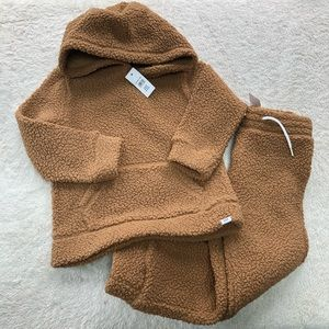 Baby Gap Sherpa outfit size 5T